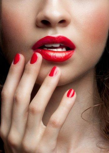 איפור שפתיים